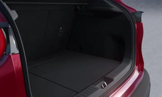 Mazda CX-30: nelle versioni Executive con Smart Cargo Box