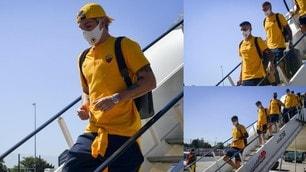 La Roma atterra a Dusseldorf, tutti con la mascherina