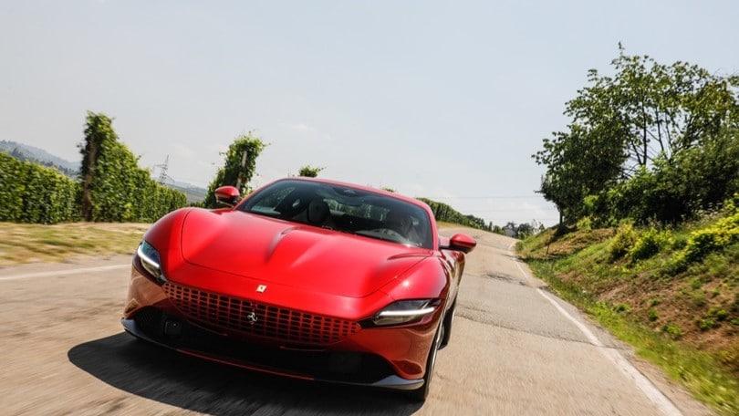 Nuova Ferrari Roma, ecco come si comporta su strada la GT
