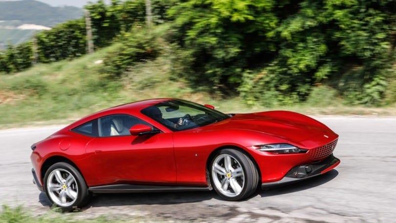 """Nuova Ferrari Roma, ecco come si comporta su strada la GT """"Dolce Vita"""""""