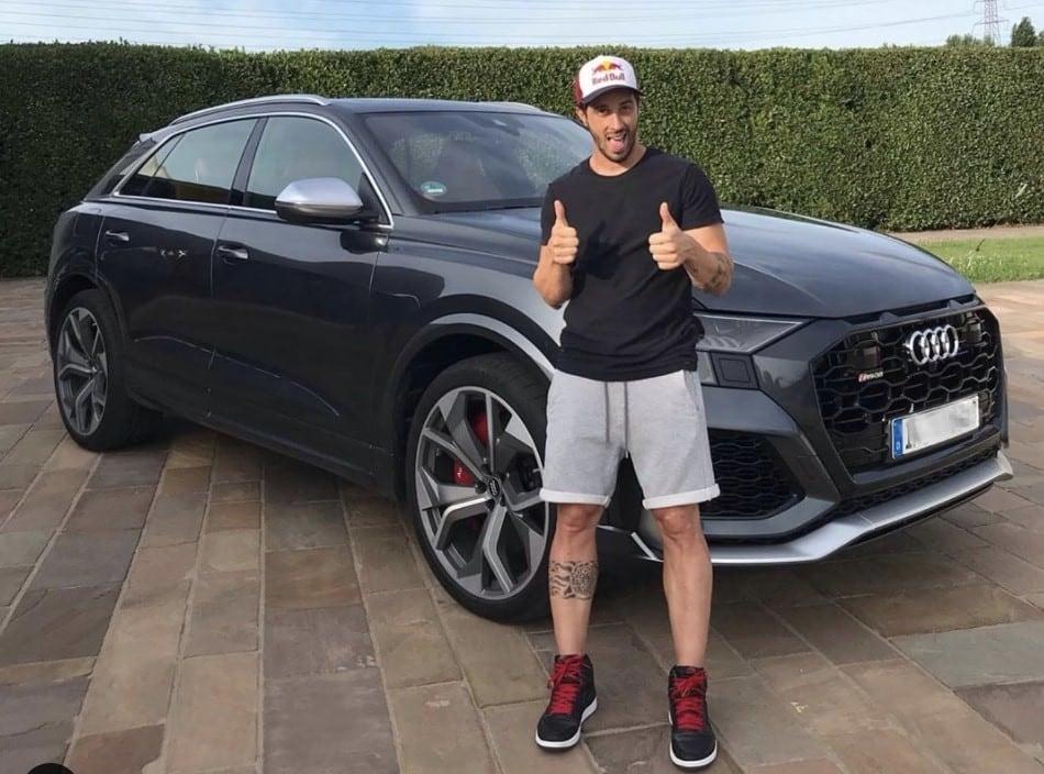 Andrea Dovizioso con il super SUV da 600 cavalli FOTO