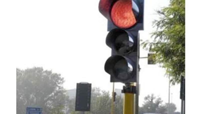 Multa semaforo rosso: valida anche se il rilevatore non funziona bene