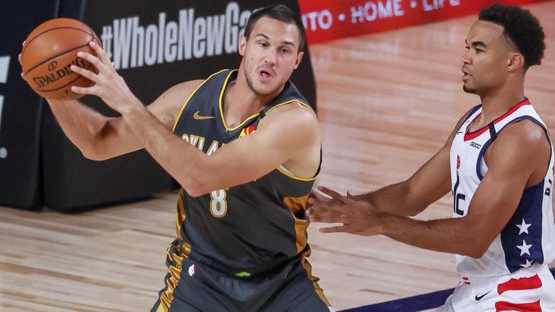 Melli battuto da Belinelli: Pelicans e Kings, playoff addio. 20 punti di Gallinari