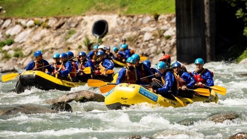 Basket, la Dolomiti Energia Trentino fa team building sulle rapide della Val di Sole