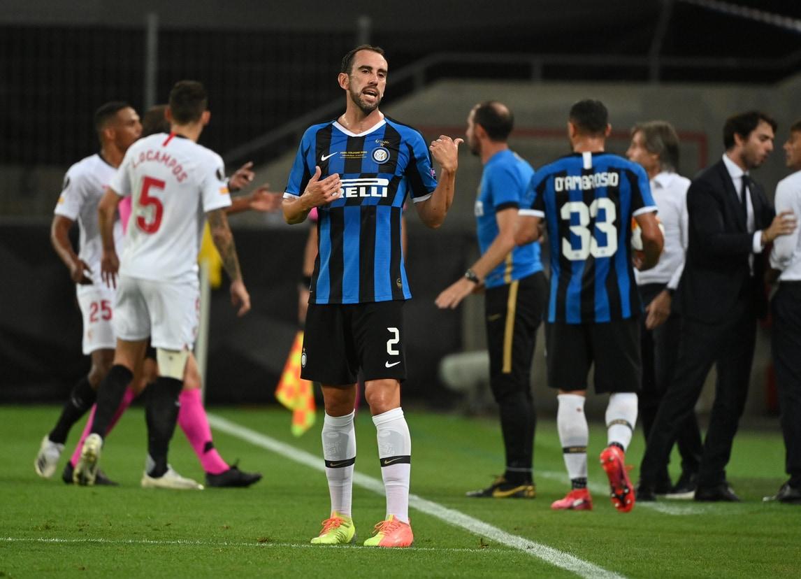 Cagliari, ufficiale Godin dall'Inter: ha firmato un triennale