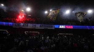 Psg, centinaia di tifosi al Parco dei Principi per guardare la finale
