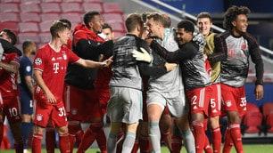 Bayern, parte la festa in campo: tutti vanno da Neuer