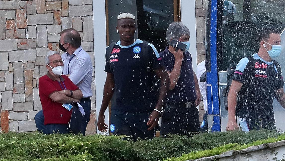Il Napoli arriva in ritiro: gli occhi sono tutti per Osimhen