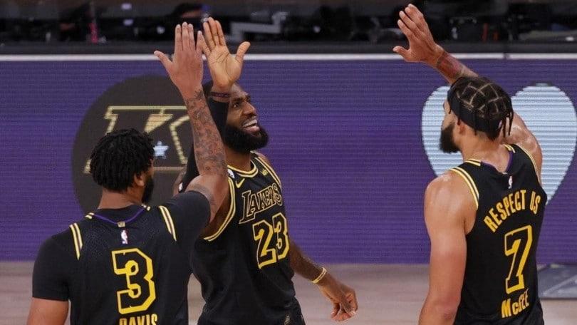 Nba, Lakers nel segno di Kobe Bryant. Vittoria pesante per Gallinari