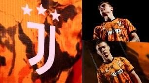 Juve, Dybala e Ronaldo posano con la terza maglia
