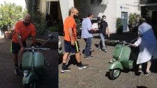 """Lazio, Reina alle visite mediche sulla Vespa di """"Vacanze romane"""""""