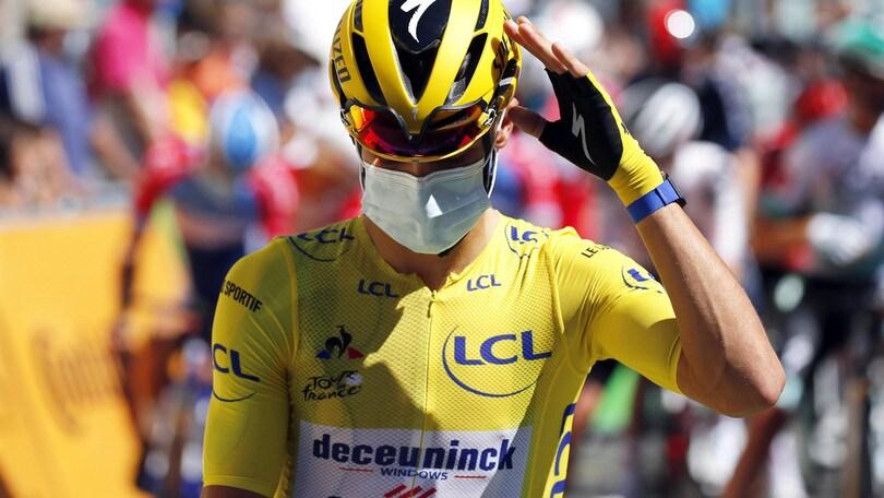 Clamoroso al Tour, Alaphilippe penalizzato: Yates nuova maglia gialla