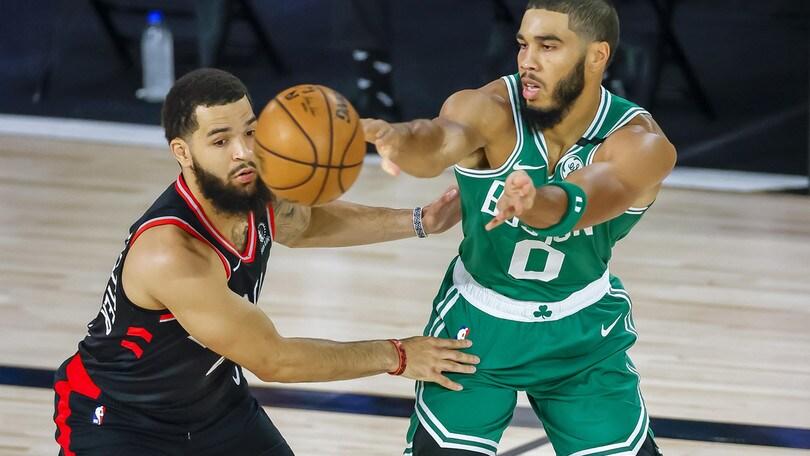 Nba: Toronto resta in vita contro Boston, partono bene i Clippers