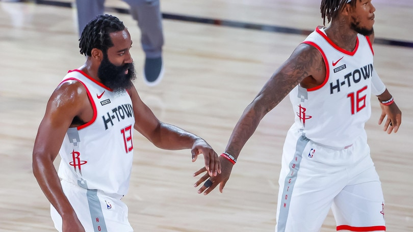 Nba: Harden trascina Houston, Miami allunga sul 3-0