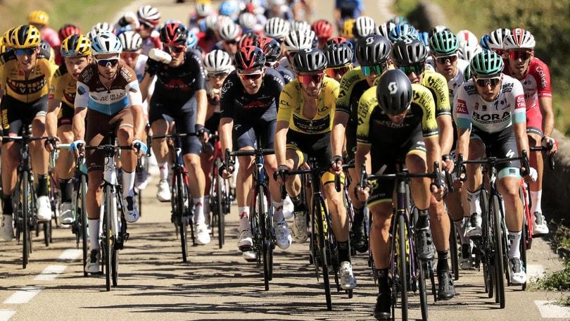 Peters vince l'8ª tappa del Tour de France. Yates resta in giallo