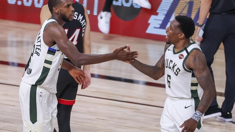 NBA, Milwaukee batte Miami. Houston ko contro i Lakers