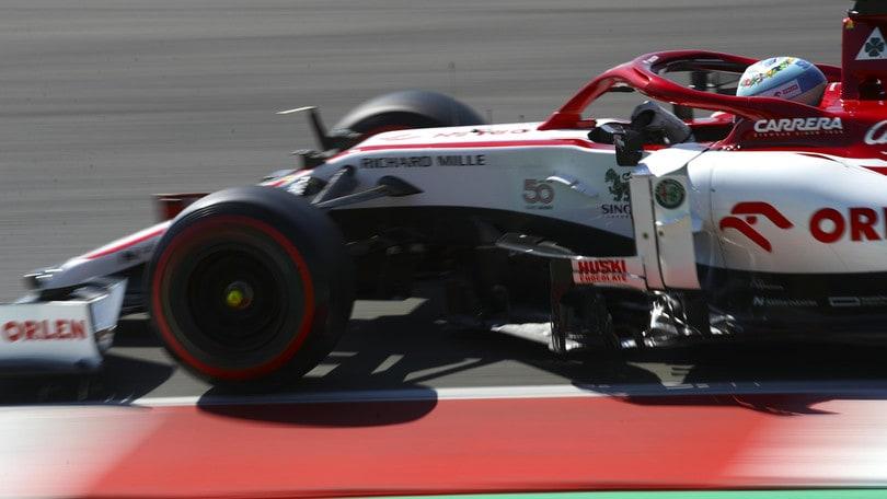 Gp Toscana, subito bandiera rossa: Vettel rompe l'ala, Verstappen si ritira