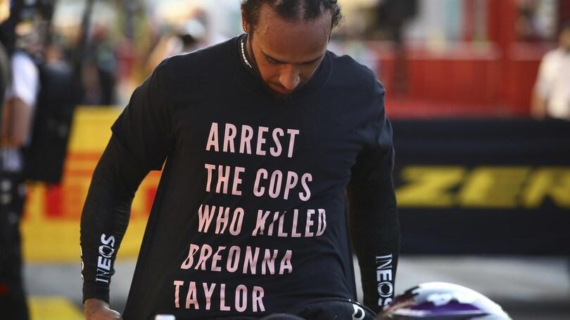 F1, Hamilton nei guai: Fia valuta inchiesta sulla maglietta antirazzista