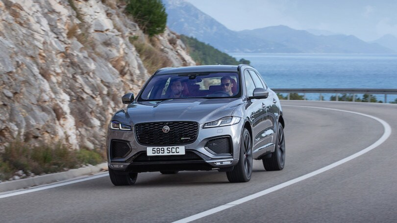 Jaguar F-Pace 2021, motore plug-in e tecnologia