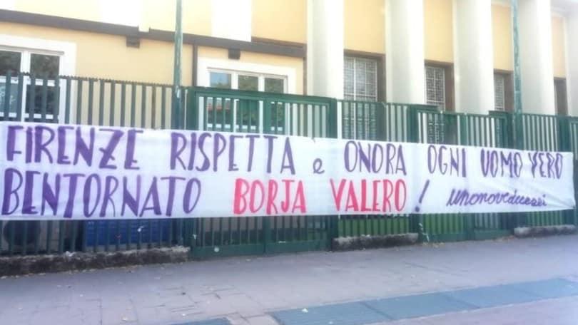 Fiorentina, Borja Valero accolto dai tifosi: striscione all'esterno del Franchi