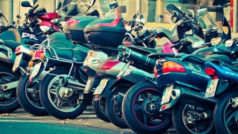 ANCMA chiede parcheggi più sicuri per moto e bici a scuola