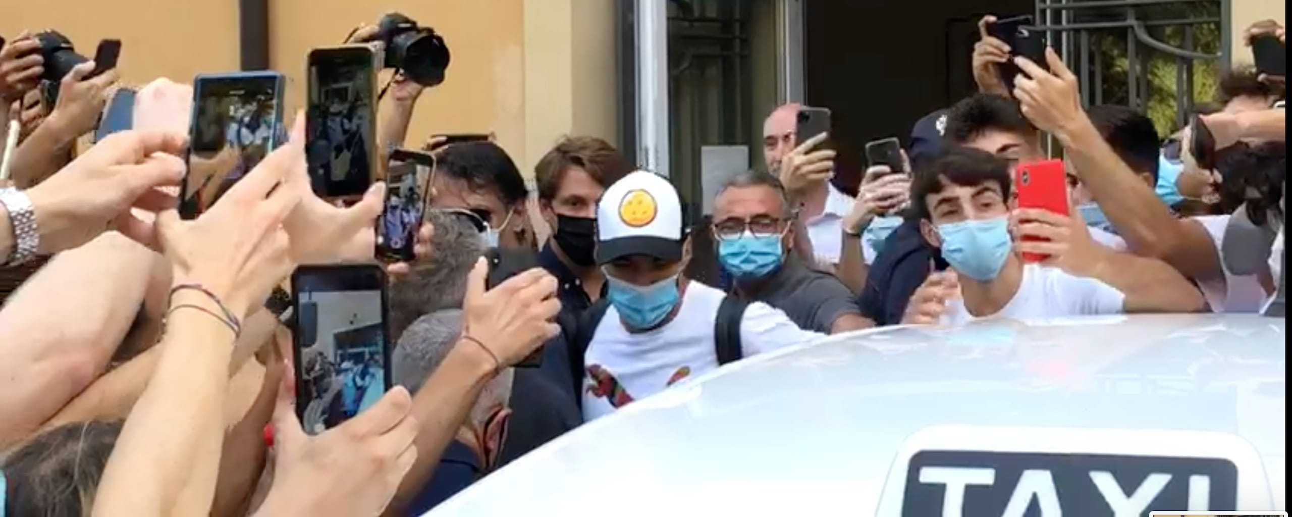 Suarez a Perugia, i tifosi gli chiedono di venire alla Juve