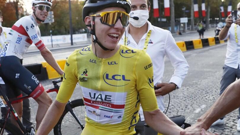 Tour de France, trionfo di Pogacar: è il secondo più giovane della storia