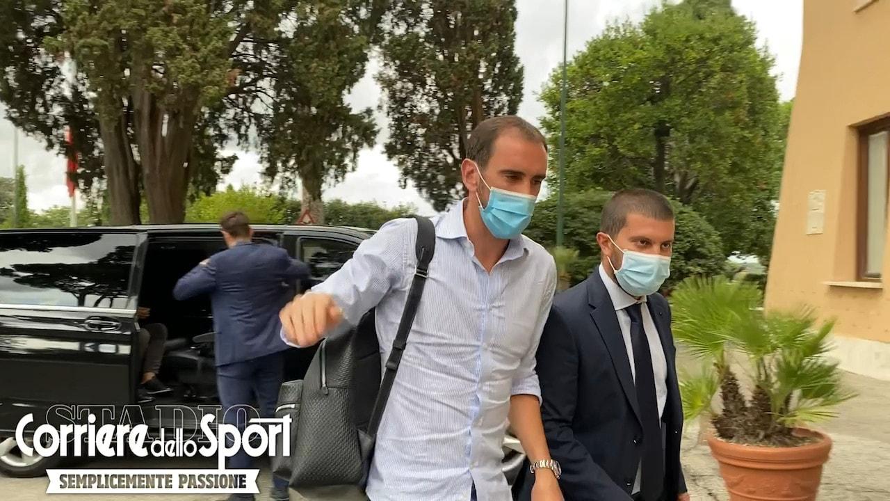 Diego Godin a Roma per le visite mediche col Cagliari