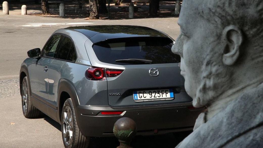 Video: Mazda MX-30, la crossover dal cuore green