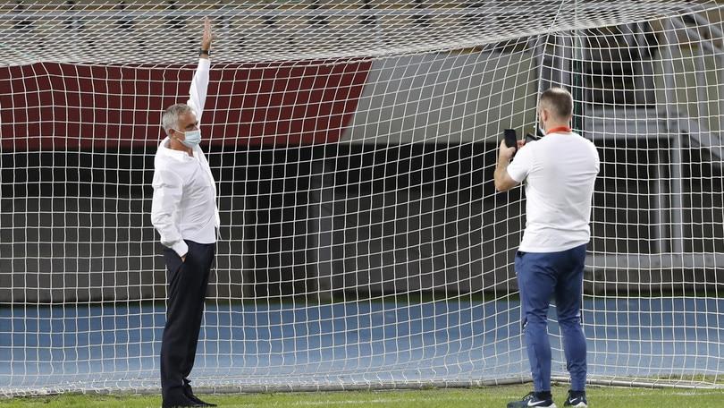 Shkendija-Tottenham, porte troppo piccole: Mourinho le fa cambiare