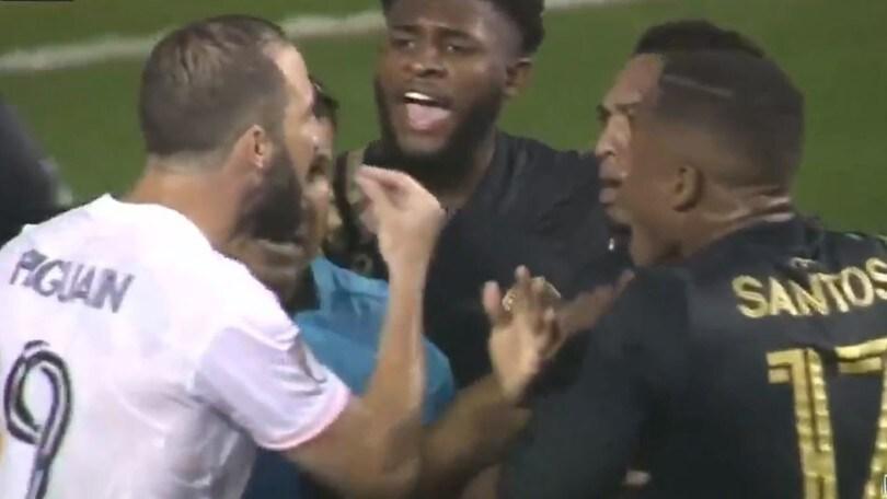 Higuain, esordio da dimenticare con l'Inter Miami: rigore sbagliato e rissa sfiorata