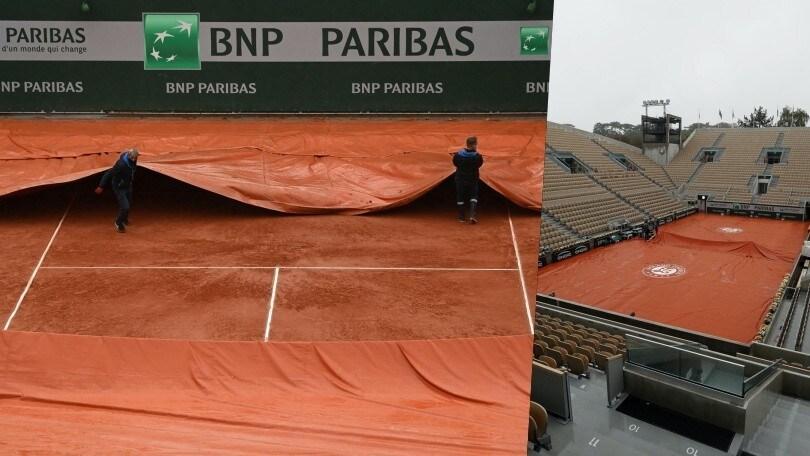 Roland Garros, piove su Parigi: campi coperti con i teloni