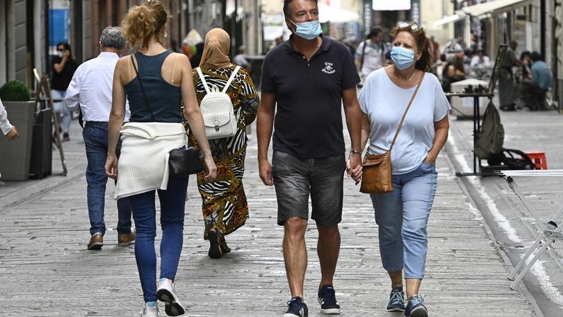 Coronavirus: mascherina come 'vaccino', potrebbe favorire immunità