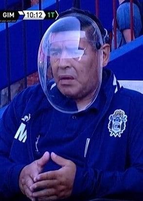 Maradona, la maschera anti Coronavirus è un casco ...