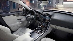 Jaguar XE e Jaguar XF 2021: le foto