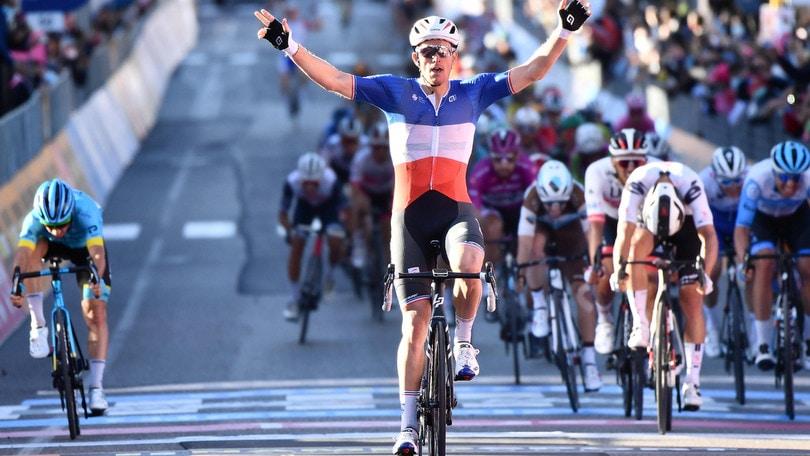 A Demare anche la 7ª tappa del Giro d'Italia. Almeida resta in rosa