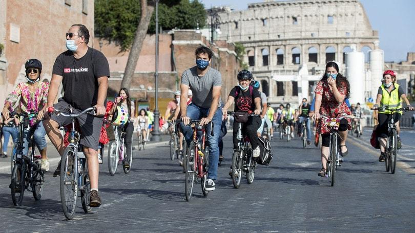 Nuovo Bonus mobilità: come richiederlo dal 3 novembre per bici e monopattini