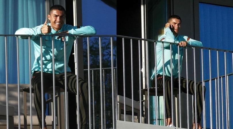 Ronaldo col Coronavirus, l'isolamento è al sole sul balcone