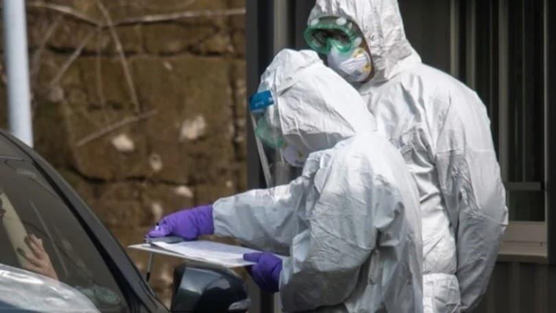 Coronavirus, drive-in Roma troppe file e caos: in arrivo la prenotazione online