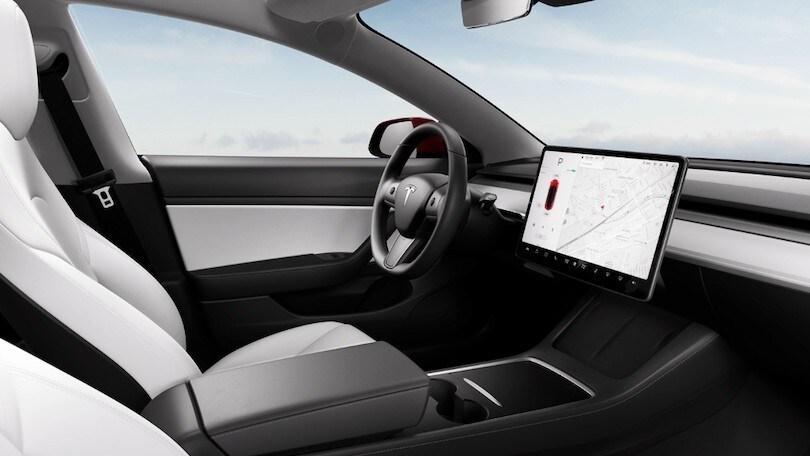 Tesla Model 3, nel 2021 cambia l'aspetto e non solo