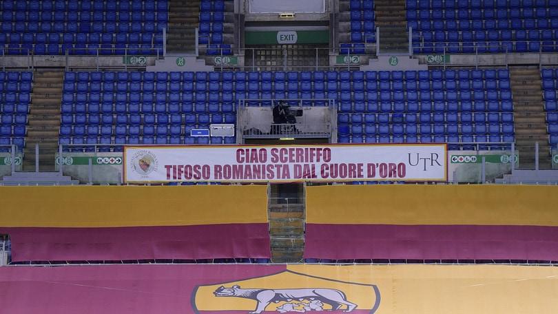 """Roma, striscione per ricordare Enzo Totti: """"Ciao Sceriffo, tifoso dal cuore d'oro"""""""