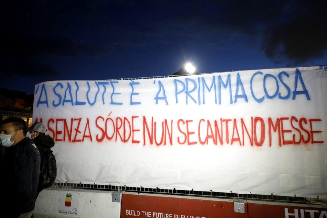 Napoli scende in piazza: proteste contro il nuovo Dpcm