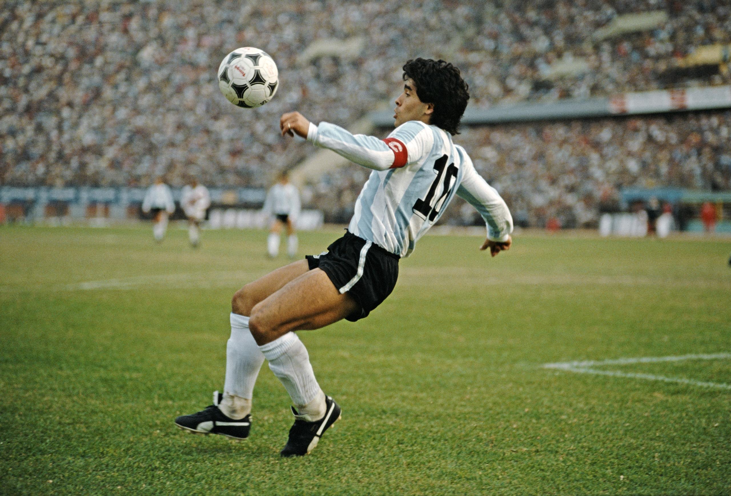 Maradona compie 60 anni: buon compleanno Diego