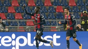 Barrow trascinatore, doppietta d'oro per il Bologna contro il Cagliari