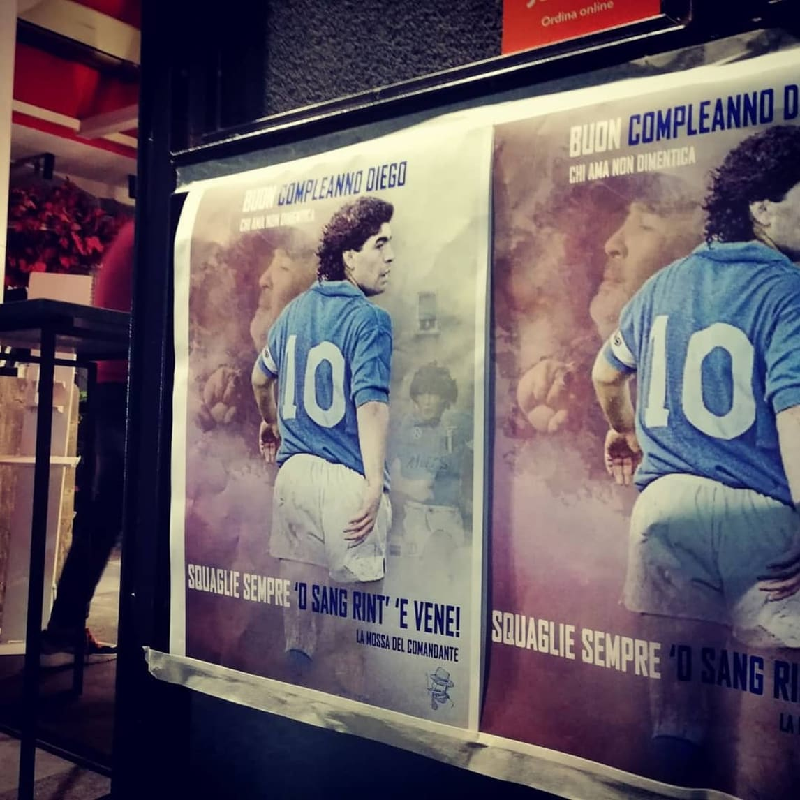Maradona, il compleanno festeggiato sui muri di Napoli
