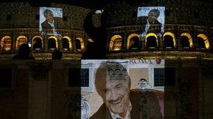 """Roma omaggia Gigi Proietti al Colosseo: """"Ci mancherai"""""""