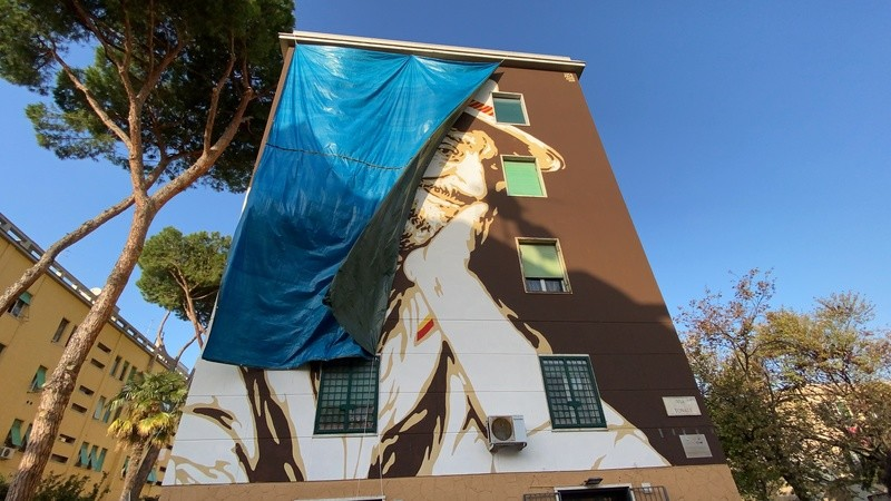 Roma, ecco il murales al Tufello dedicato a Gigi Proietti