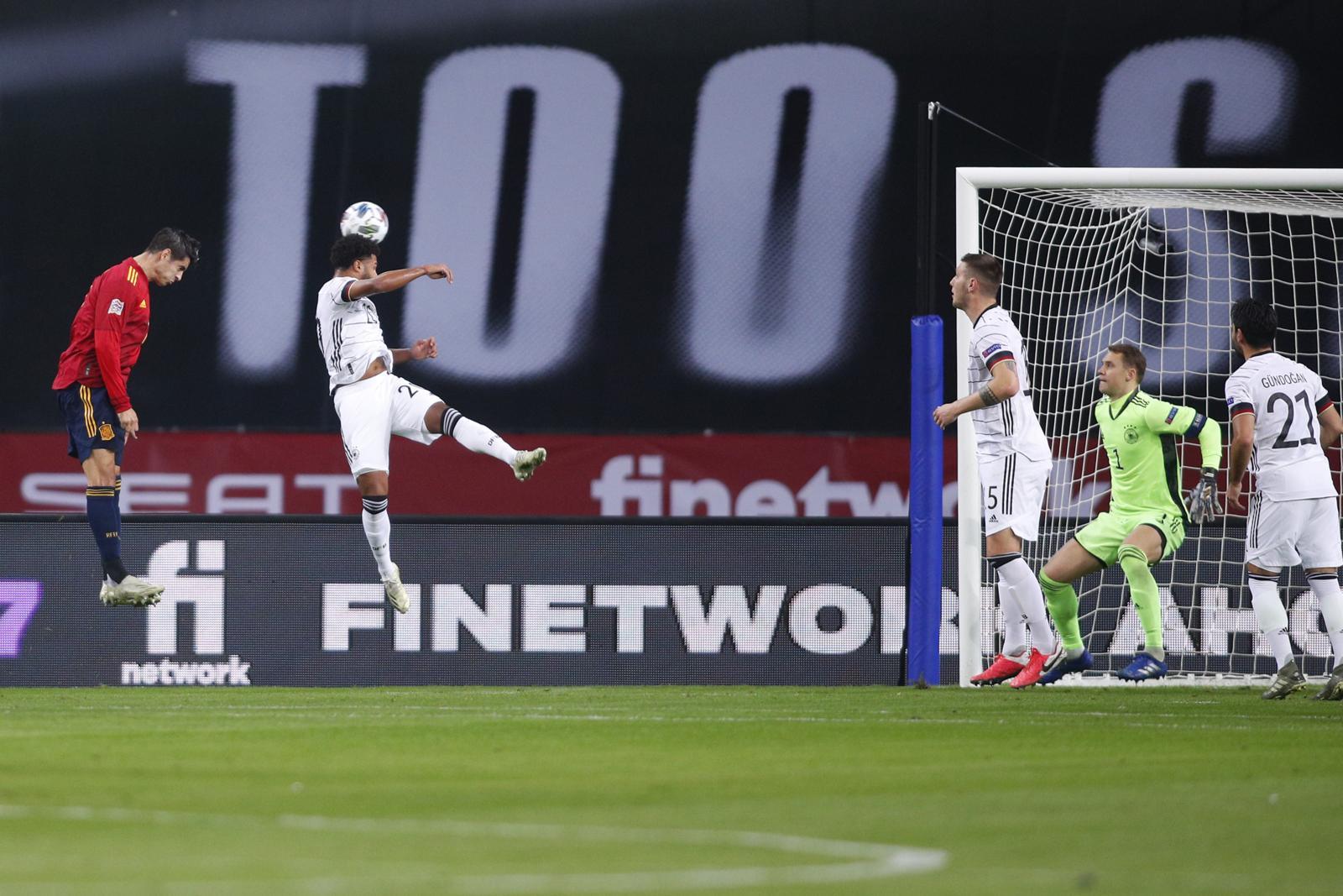 Morata vola di testa e batte Neuer: che gol con la Spagna!