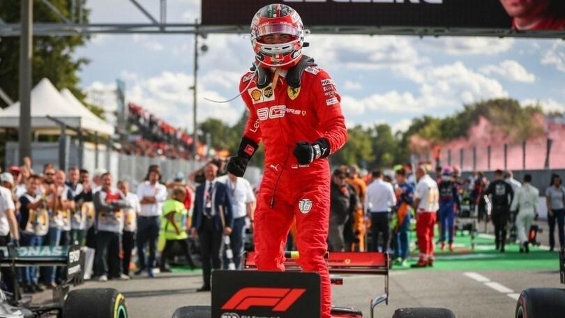 Ferrari, la tuta di Leclerc e l'autografo