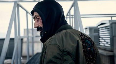 La Belva, il trailer e la data d'uscita del film d'azione con Fabrizio Gifuni